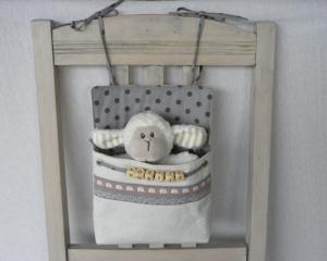 Bettutensilo Moritz leichter Babycord cremeweiß/helles grau, Baumwolle grau kleine Elefanten und Punkte mit persönlichem Namen    - Handarbeit kaufen