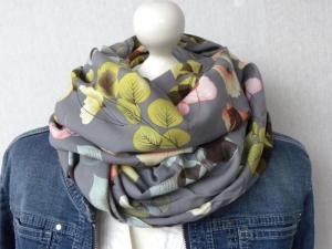 Loop ♥ Viskose ♥ grau gemustert mit Blättern in Pastelltönen - Handarbeit kaufen