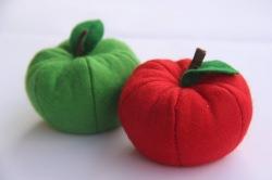 2 Filz Äpfel