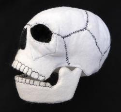 Totenkopf aus Filz