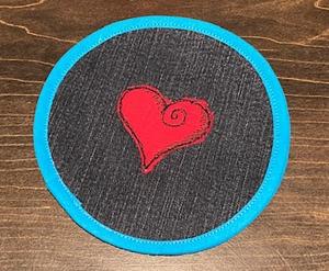 Untersetzer_15cm_mit_viel_Herz_upcycling_Jeans_Applikation - Handarbeit kaufen