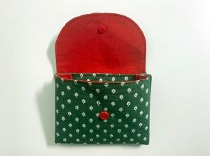 Kleine_Börse_mit 2 Fächern_12 x 10cm_Grün_mit_weißen_Miniblättchen_innen_rot - Handarbeit kaufen