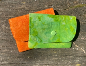 Kleines Portemonnaie ca. 11 x 9cm mit Reißverschlusstasche grün-orange - Handarbeit kaufen