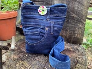 Umhängetasche Jeans-Upcycling 20 x 25 x 10cm mit Innentasche, gefüttert in Kontrastfarbe