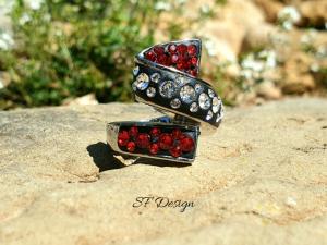 Edelstahlring besetzt mit Swarovski® Crystals in schwarz/rot/crystal
