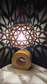 Upcycling-Leuchte aus Getränkekartons,Lampe,Tischlampe,Geschenk,Upcycling-Design, Durchmesser 17 cm  - Handarbeit kaufen