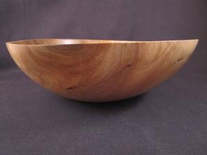 Gedrechselte Holzschale aus Walnussholz mit schöner Maserung