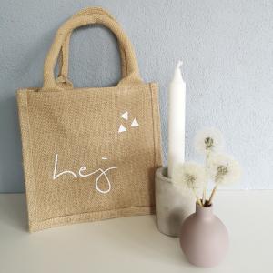 Jutetasche, Geschenktasche mit Aufschrift hej, nachhaltige Geschenkverpackung, skandinavisch