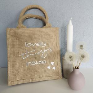 Jutetasche, Geschenktasche mit Aufschrift lovely things inside, nachhaltige Geschenkverpackung - Handarbeit kaufen