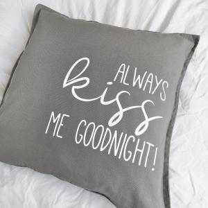 Bügelbild, Aufbügler für Kissenbezug Always kiss me goodnight, Spruch, Kissen, Kissenhülle, Geschirrtuch, schwarz oder weiß - Handarbeit kaufen