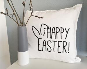 Bügelbild, Aufbügler Happy Easter, für Kissen, Kissenhülle, schwarz oder weiß, Osterdekoration - Handarbeit kaufen