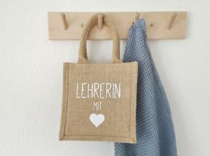 Jutetasche, Jutebeutel, Geschenktasche Lehrerin / Lehrer mit Herz, nachhaltige Geschenkverpackung, Abschiedsgeschenk Schule - Handarbeit kaufen