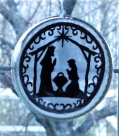 Fensterschmuck,- Weihnachtsfensterschmuck,- Kugelkrippenbild,- Weinachtsdeko,-Stickbild Scherenschnitt - Handarbeit kaufen