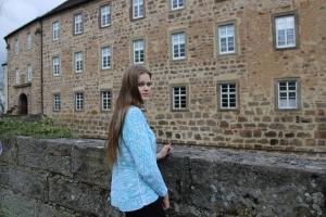 Pullover mit Zöpfen , Elegant, mit vielen bunten Farben für den Frühling  - Handarbeit kaufen