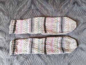 bunte Socken Gr. 42/43, handgestrickt mit 2 verschiedenfarbigen Markengarnen - Handarbeit kaufen