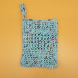 gehäkelter hellblauer Waschlappen mit angehäkelter Seifentasche - Handarbeit kaufen
