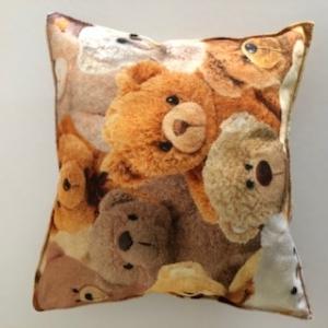Kleines supersüßes Kissen mit vielen Teddybären - Handarbeit kaufen