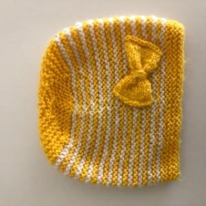 Babymütze gelb-weißgestreift mit gelber Schleife - Handarbeit kaufen