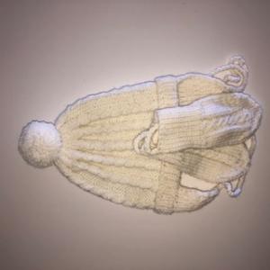 Weißes Winterbabyset, Mütze und Handschuhe - Handarbeit kaufen