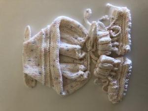 Weißes Babyset, Mütze und Babyschuhe  - Handarbeit kaufen