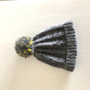 Klassische graue Bommelmütze, Kopfumfang ca. 36cm - Handarbeit kaufen