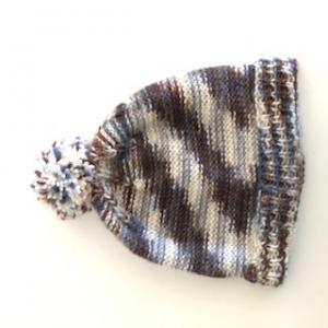 Klassische braune Bommelmütze, Kopfumfang ca. 34cm  - Handarbeit kaufen