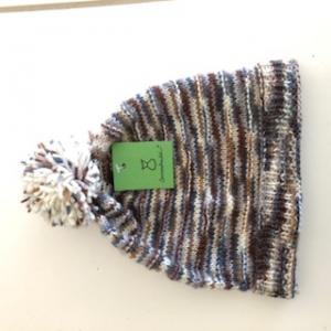 Klassische braune Bommelmütze, Kopfumfang ca.44cm    - Handarbeit kaufen