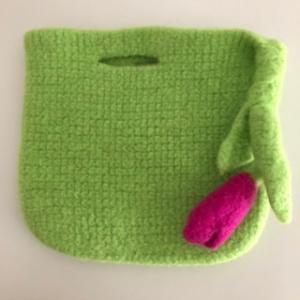 gefilzte grüne Blumentaschen - Handarbeit kaufen