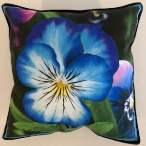 Kleines Kissen mit Blumen / Stiefmütterchen  - Handarbeit kaufen