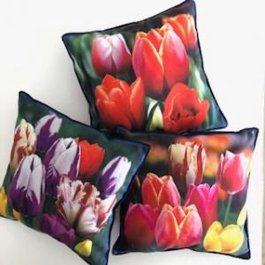 Drei kleine frühlingsfarbene Kissen mit Blumen / Tulpen - Handarbeit kaufen