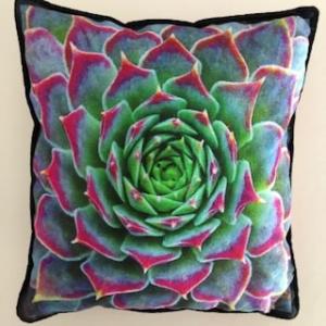 Kleines farbenfrohes Kissen mit Pflanzen / Sukkulenten - Handarbeit kaufen