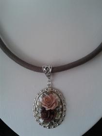Schmuck Halsband aus Nappaleder mit edlem Medaillon Anhänger Rosenblüten 52 cm + 4 cm Verlängerungskettchen