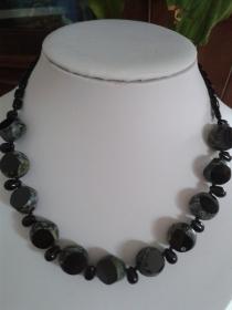 Schmuck Perlenkette aus antiken böhmischen Tafel-Perlen schwarz travertin 50 cm