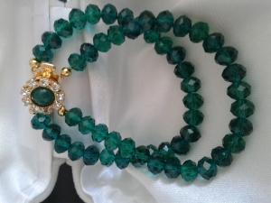 Schmuck Perlen Armband aus böhmischen Kristallen in smaragd grün 19 cm