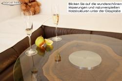 Echter Nussbaumstamm- Designercouchtisch mit naturbelassener Rinde, moderner Glasplatte und massiven Edelstahl Füßen, absolutes Unikat