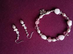 Armband mit Glas- und Metallperlen und hübschen Verschluss