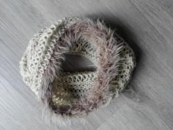 Naturfarbener Loop (Schlupfschal) aus Wolle