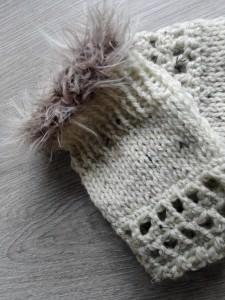 Pulswärmer aus naturfarbener Wolle