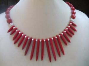 Anna rote Howlith Stäbe eingefärbt mit Korallenoliven Hippie Ethno Stil - Handarbeit kaufen