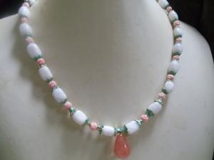 Frieda weiße Jade mit Rosenquarz  - Handarbeit kaufen