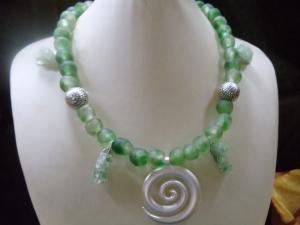 Mania mit Ghana Trade Made Beads/Krobo Beads grün - Handarbeit kaufen