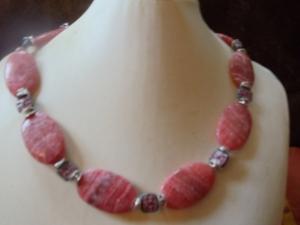 Oppulentes Collier mit rotem Hemimorphit und Czech Beads - Handarbeit kaufen