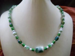Glasperlenkette grüngrundig mit unterschiedlichen Perlen (Kopie id: 100212588) - Handarbeit kaufen