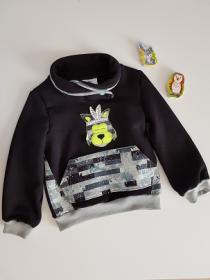 Pullover mit Schalkragen - Bauchtasche und Hundapplikation