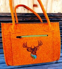 Tasche aus Wollfilz rotorange bestickt mit Hirsch und Reißverschlußfach