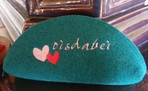 Oisdabei - Täschchen aus Wollfilz in petrol genäht und bestickt, Brillenetui, Stiftemäppchen,