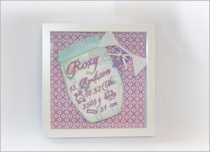 bestickte Windel im Bilderrahmen Geschenk zur Geburt oder Taufe - Handarbeit kaufen