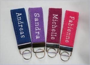 Schlüsselanhänger aus Filz mit Namen, auch in vielen anderen Farben erhältlich - Handarbeit kaufen