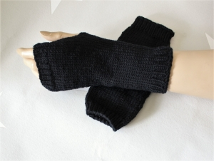 Männer, Armstulpen, Wolle, schwarz, handgestrickt, fingerlose Handschuhe - Handarbeit kaufen
