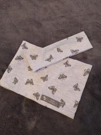 Süßes Set aus Stirnband und Loopschal in leichtem Jersey mit glitzernden Schmetterlingen in Größe 47cm